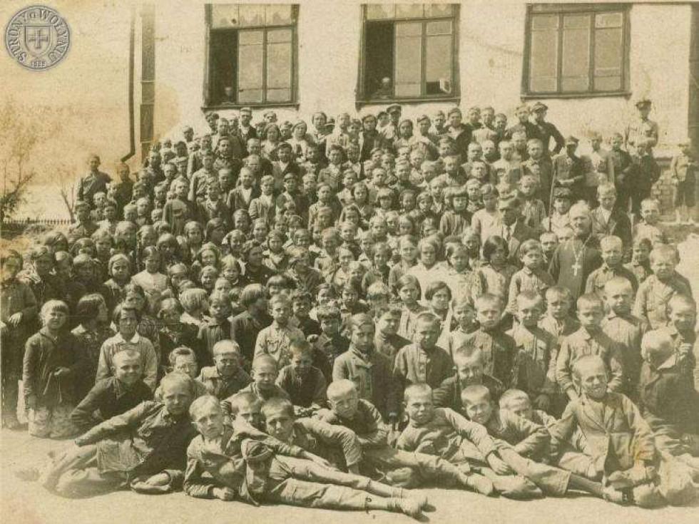 Учні місцевої школи. 1930-ті роки.