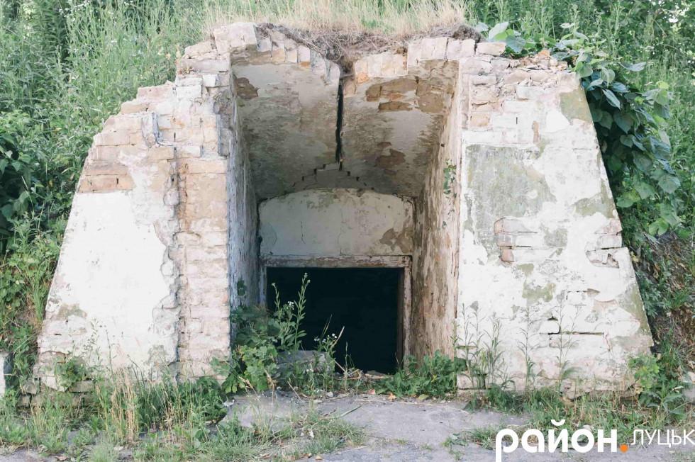 Вхід до підвалу