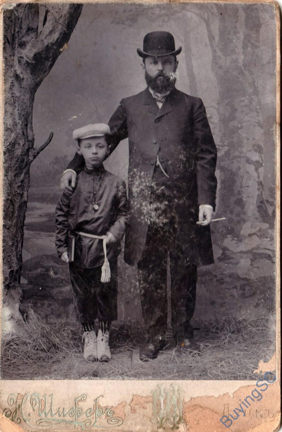 Портрет батька і сина. Фотограф Н. Шифер, початок ХХ ст.