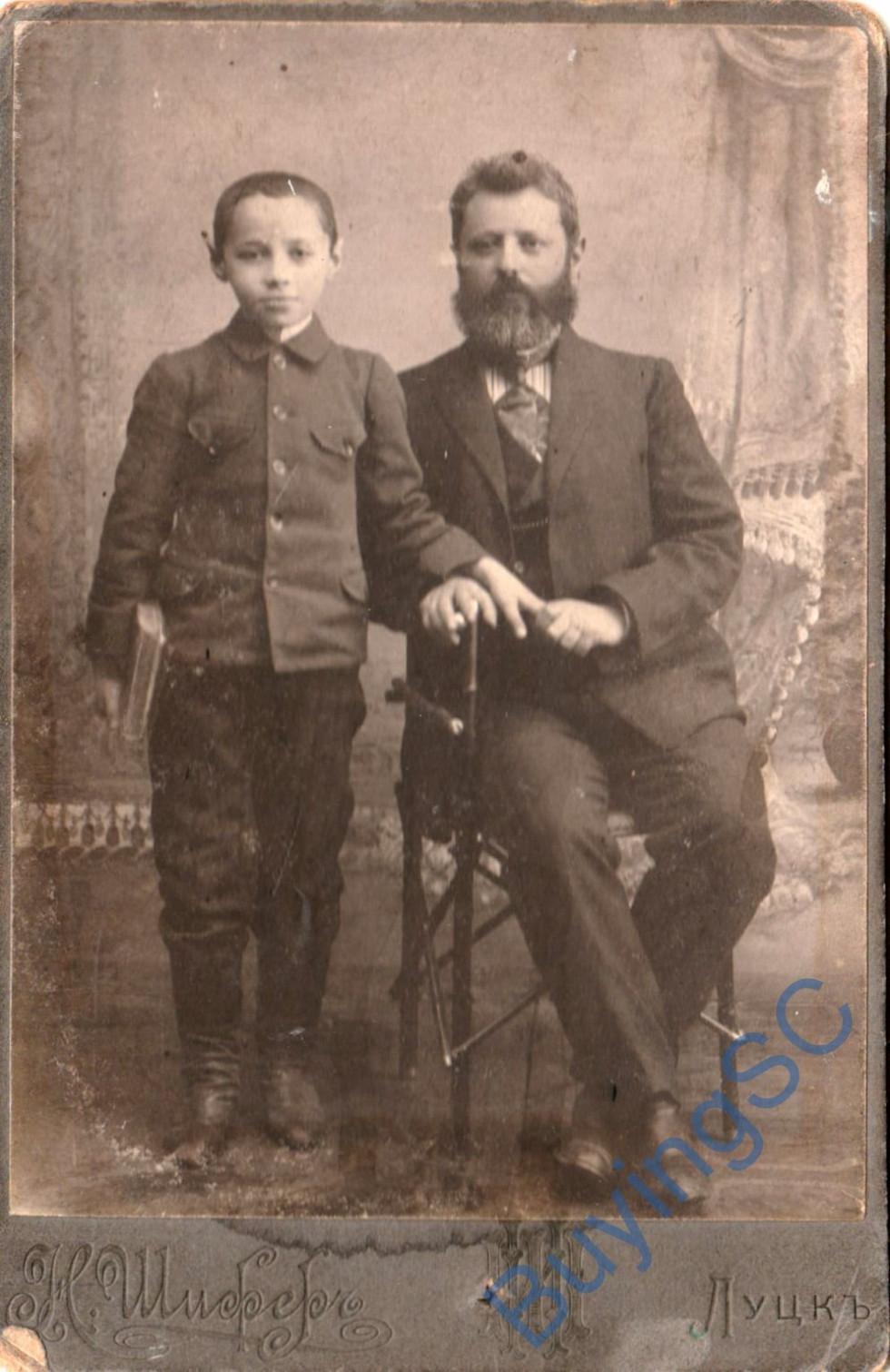 Портрет батька і сина. Фотограф Н. Шифер, 1908 р.