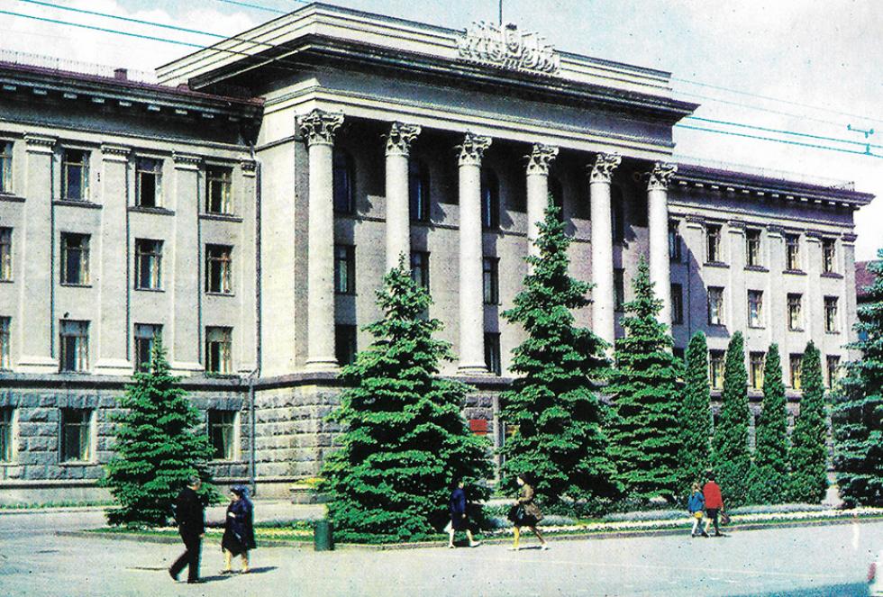 Обком партії (сьогодні - центральний корпус СНУ імені Лесі Українки)