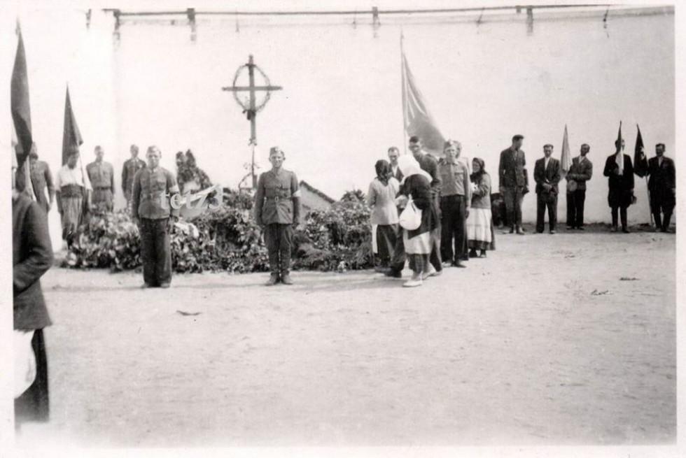 Поховання розстріляних в Луцькій тюрмі. 24 серпня 1941 року