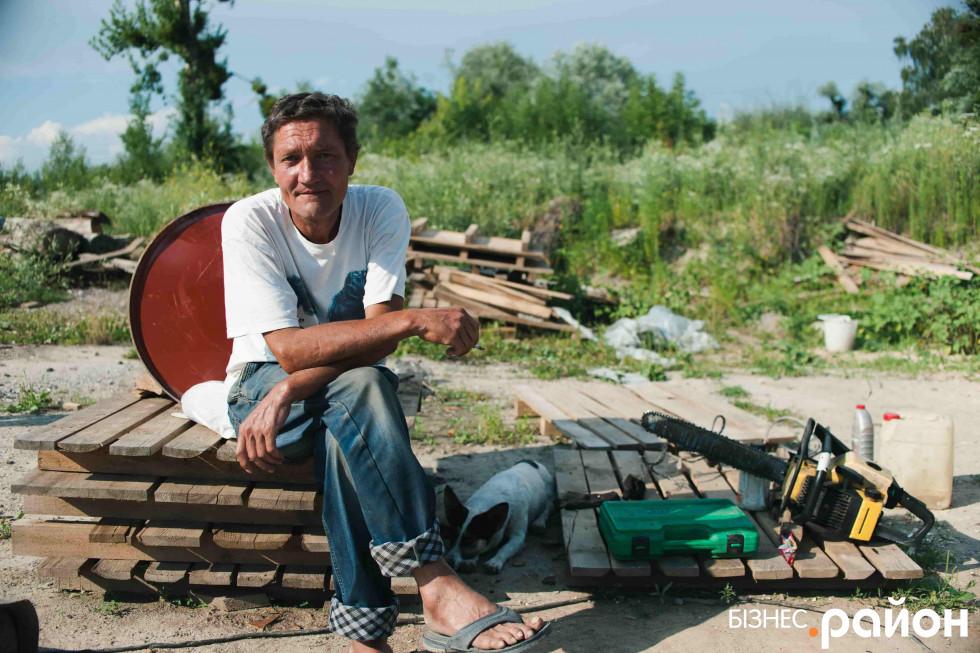 Працівникам річкового порту роботи вистачає і на річці, і на березі