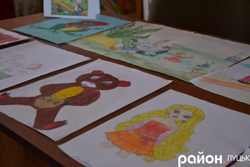 Малюнки діток бібліотеки