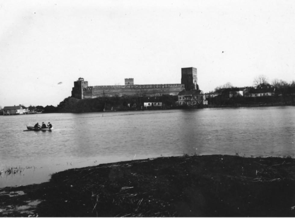 Замок на воді