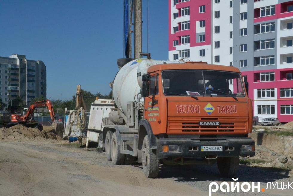 Автомобіль, який возить бетон