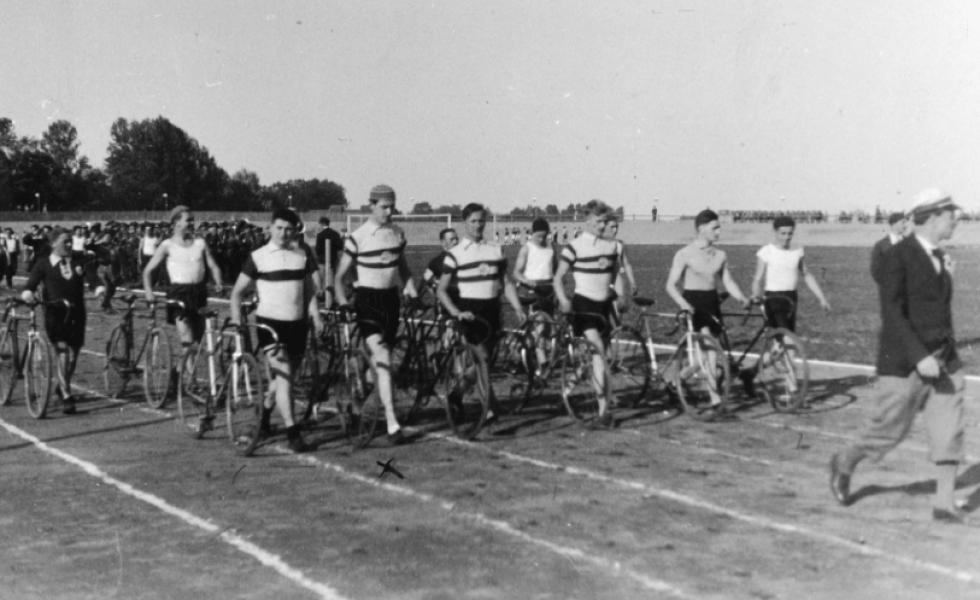 Команда велогонщиків