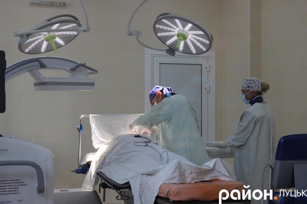 Операції тут проводять на новому обладнанні