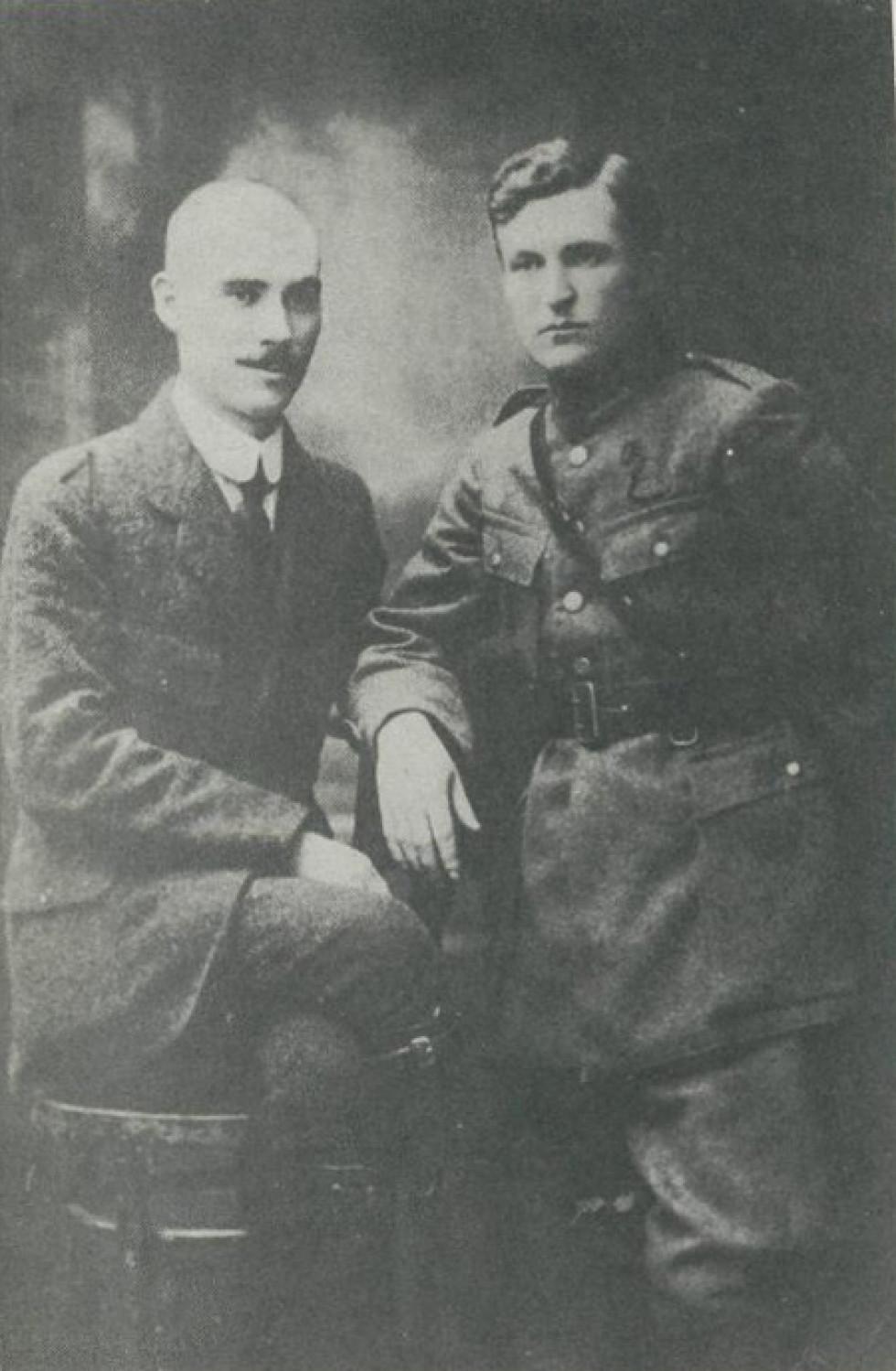 Митрофан Швидун (праворуч), разом із сотником Коржем, 1920-ті роки