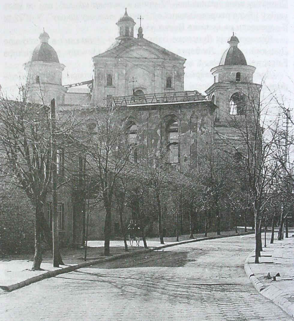 Дзвіниця без даху. Фото 1969 року Богдана Колоска