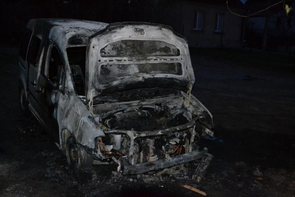 Спалене авто Богдана Климчука. Фото: Волинське агентство розслідувань