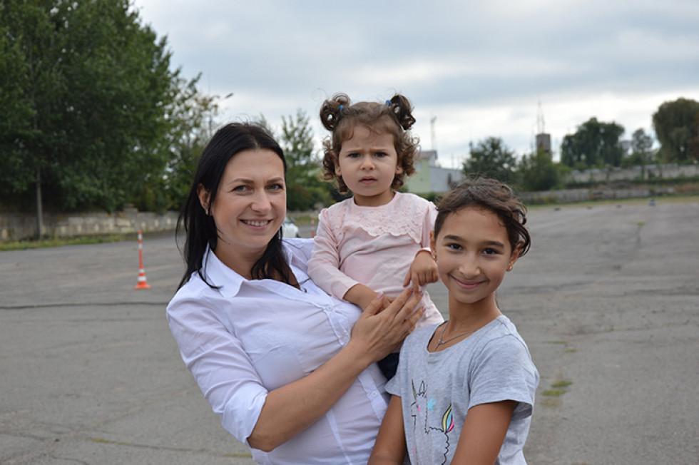 Лучанка Наталя зі своїми доньками