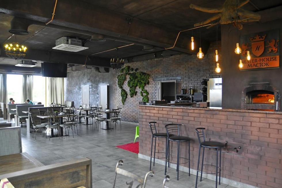Просторий зал ресторану
