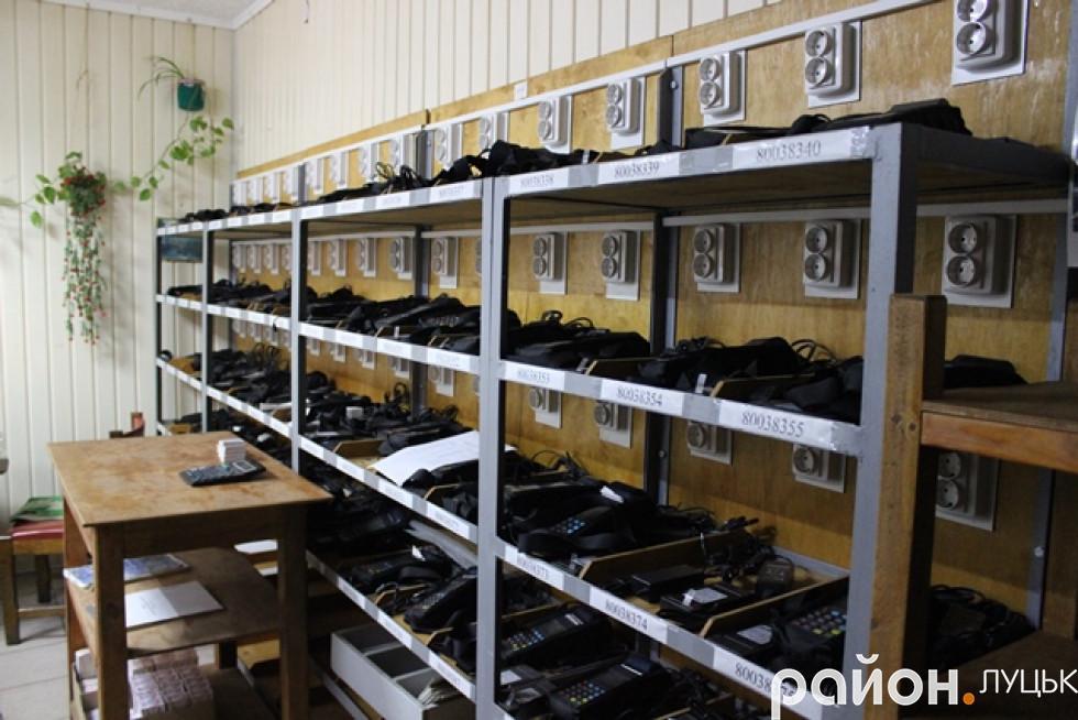 Валідатори зберігали на полиці у касі підприємства