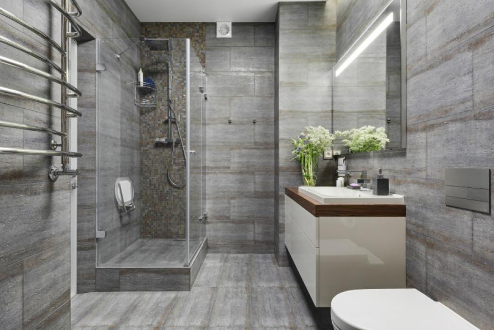 Плитка великих розмірів на підлозі та стінах –і красиво,і практично.Джерело фото:www.djournal.com.ua