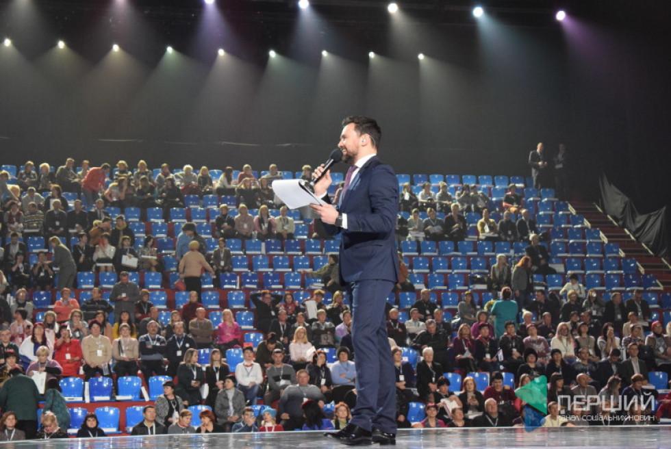 Ведучий Тимур Мірошниченко розігрівав публіку перекличкою