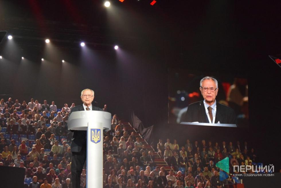 Поет Дмитро Павличко присвятив Петру Порошенку кілька віршів