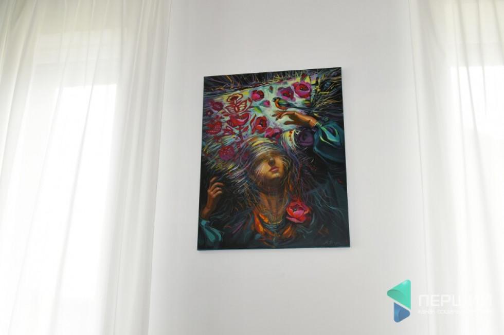 ...а також –картини мами Андрія Разумовського, Світлани Володимирівни і української художниці Марти Пінчук