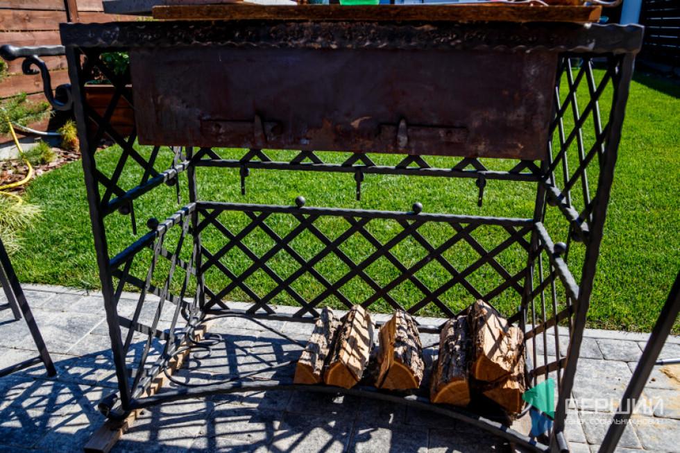 На задньому дворику – мангал