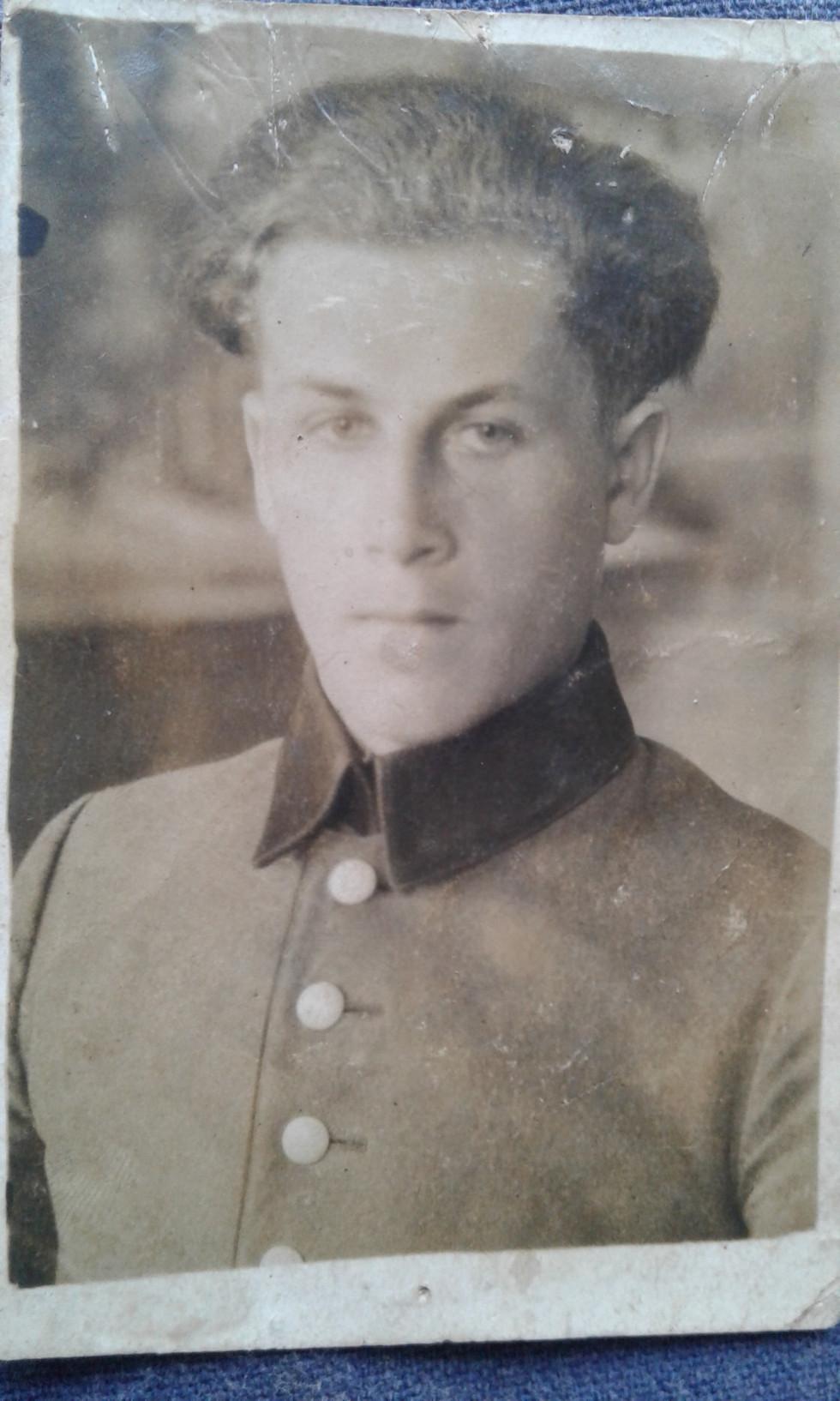 Олександр Бабінчук під час навчання в педучилищі