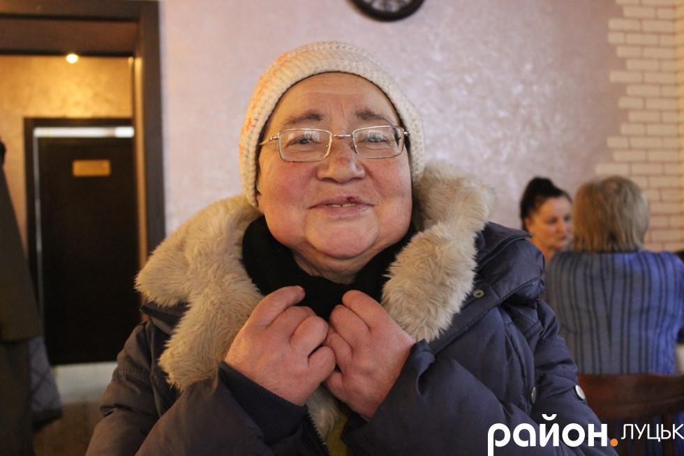 Пані Валентина продає книжки на вулиці Лесі Українки