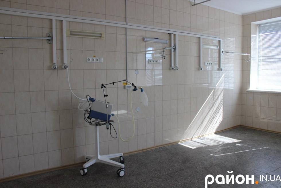 Тут поставлять ліжка і зроблять палати для важкохворих