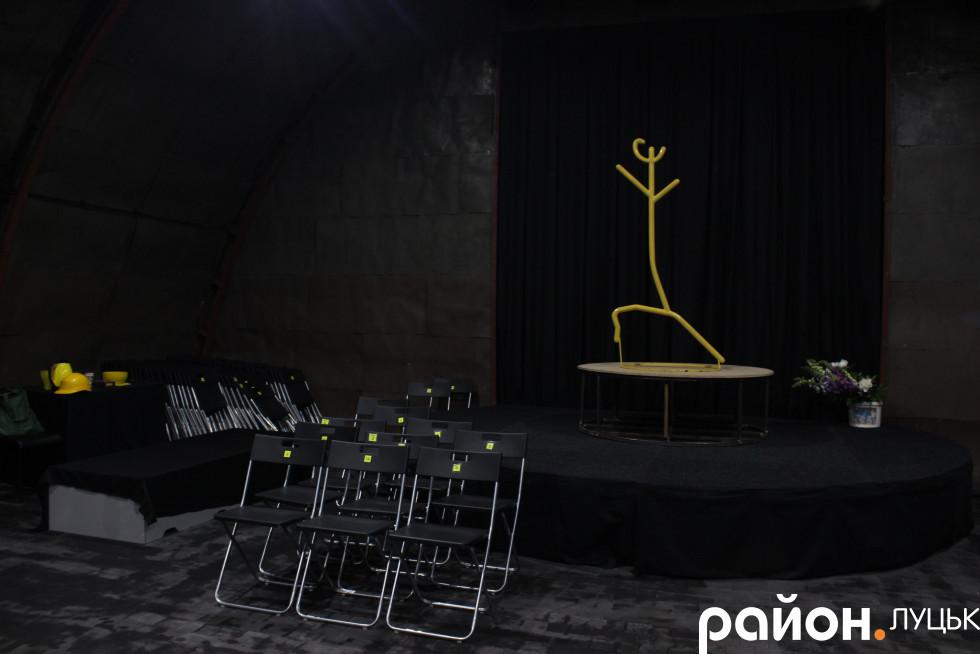 Тут чекають на глядачів першої посткарантинної вистави
