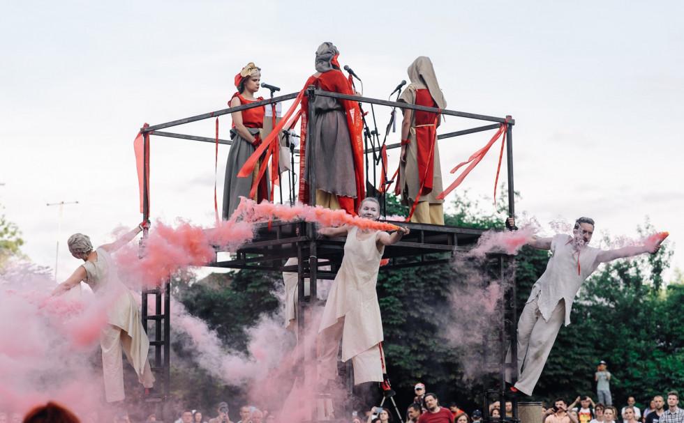 «Гармидер» із вуличною виставою «Луцько. Дух міста» в одному з двориків старого міста